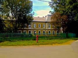 The elementary school in Gusev, run by the Greek Catholic Church, has been found guilty of racial segregation. Late last year, a judge ordered the school to stop accepting new students.